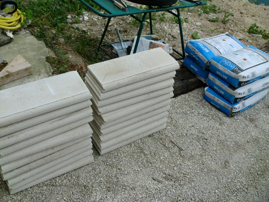 Comment poser des bordures de jardin en beton for Installer gravier jardin